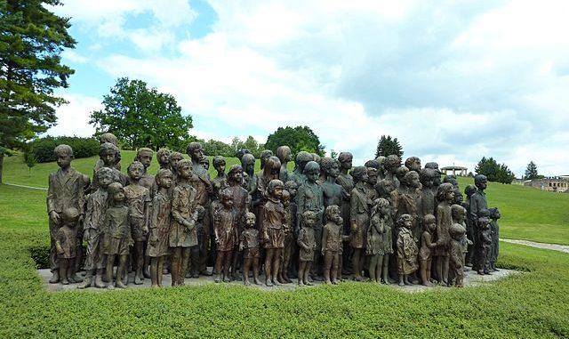 640px-Památník_Lidice_,_památník_věnovaný_obětovným_dětem